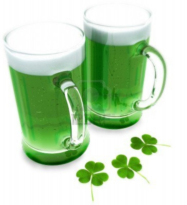 Green-beer-with-clovers-for-st-patrick-s-day