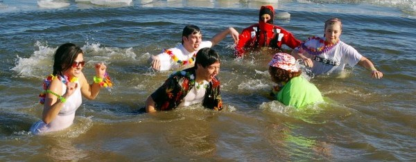 1024px-Polar_Bear_Plunge_in_the_water