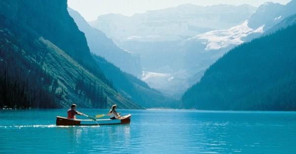 エメラルド色のレイクルイーズ湖に大感動!