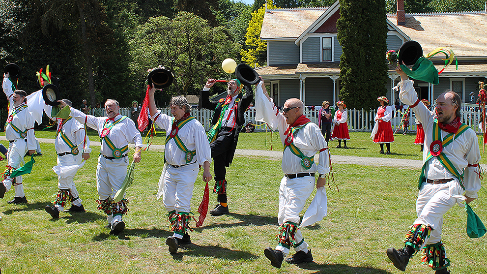 Morris_Dancers_at_Victorian_Party