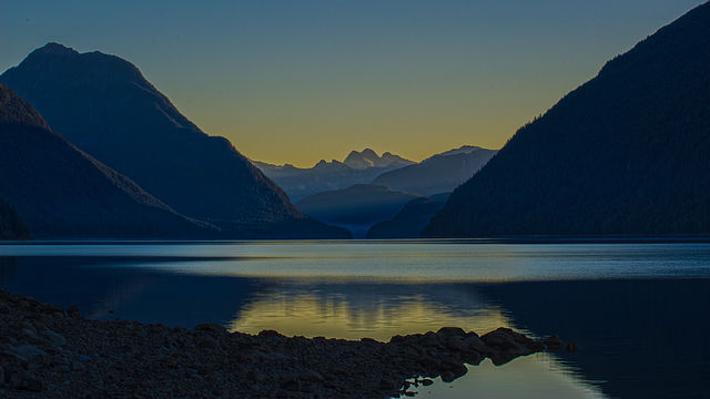 640px-Alouette_Lake_at_Sunrise_(15313912022)