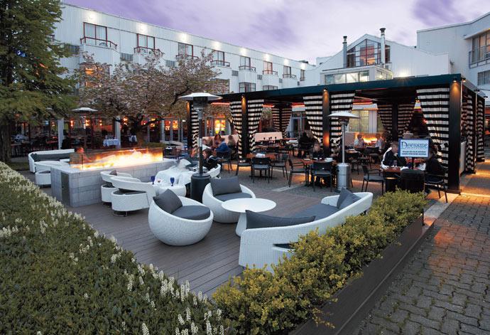 Dockside-patio