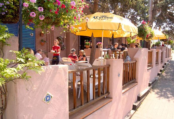 Las-Margaritas-patio