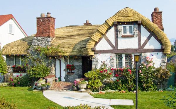 Vancouver-Hobbit-House1-640x478