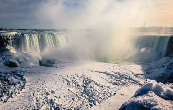 ナイアガラ滝も凍ります