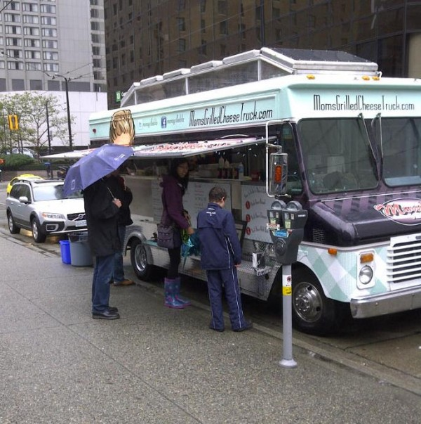 Moms-Grilled-Cheese-Truck-Opening-Day-2