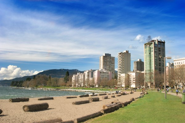 Vancouver-English-Bay-Beach-iStock_000001492859Small