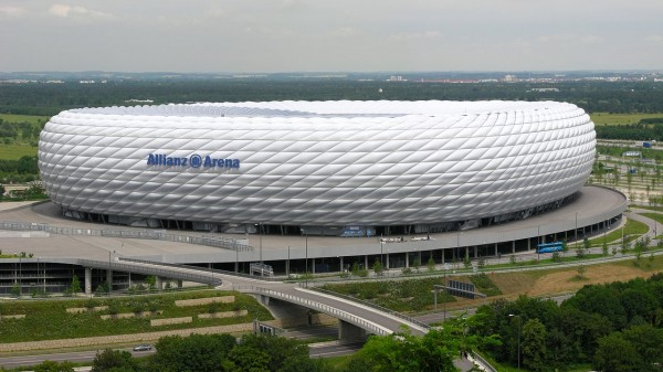 1280px-Allianz-Arena-München