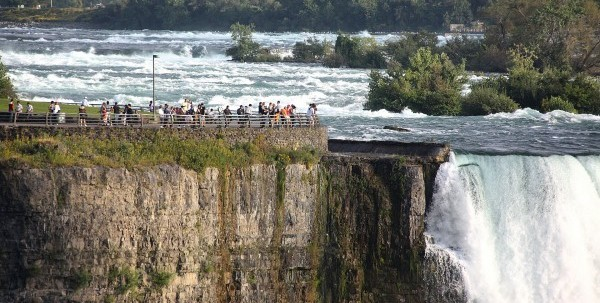 niagara-falls-1044573_1920