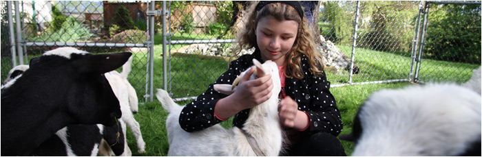 petting-zoo-girl