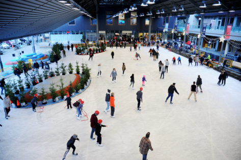 シップヤードスケートリンク(Shipyard skating rink) @ Shipyard Skating Plaza | North Vancouver | British Columbia | カナダ