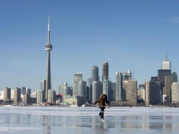 凍りついたオンタリオ湖