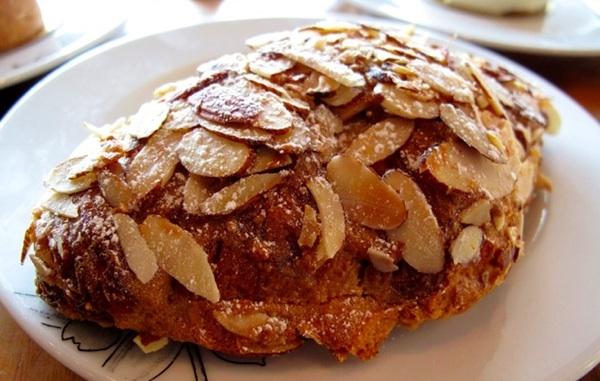 ThomasHaas_pistachio_almond_croissant1