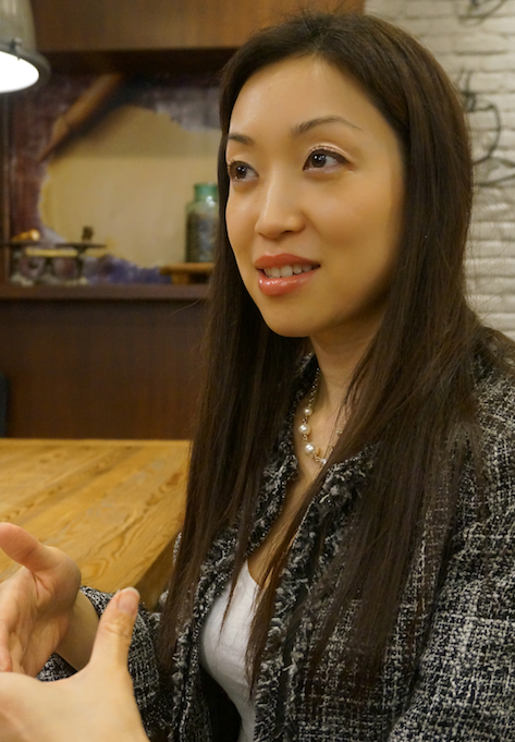makiko at cafe